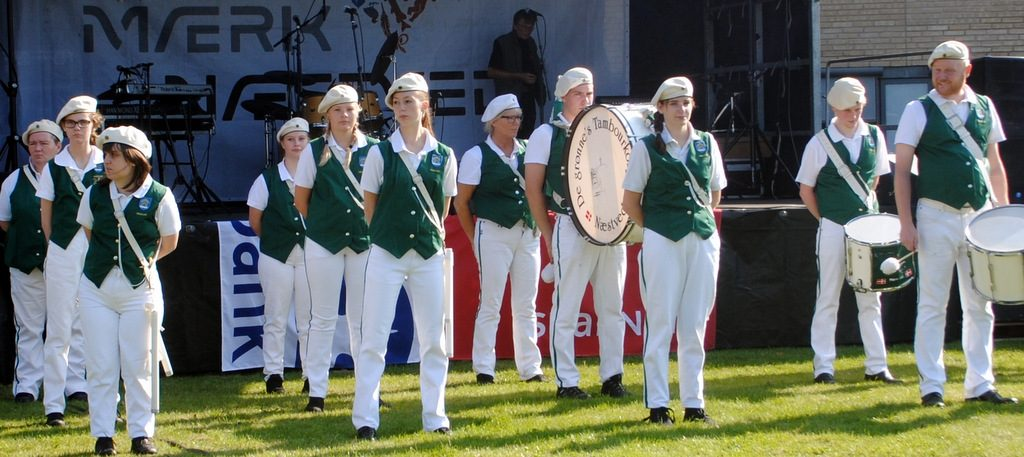 De grønnes Tambourkorps underholder.DSC_0018 (2)
